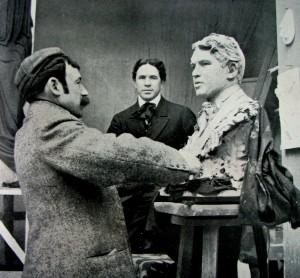 Mariano Benlliure trabaja en el busto del famoso tenor Titta Rufo, 1911