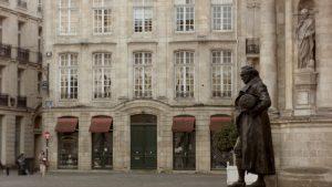 Foto 10. Estatua de Goya frente a Notre Dame de Burdeos