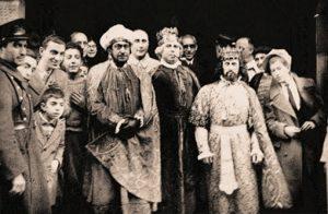 10-www-buscameen-elciclodelavida-com-ramon-gomez-de-la-serna-antonio-robles-y-bartolozzi-cabalgata-reyes-en-madrid-1935