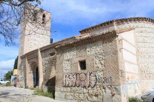 1.- Nuestra Señora de la Antigua. Se ven la torre, la entrada principal y parte del ábside.