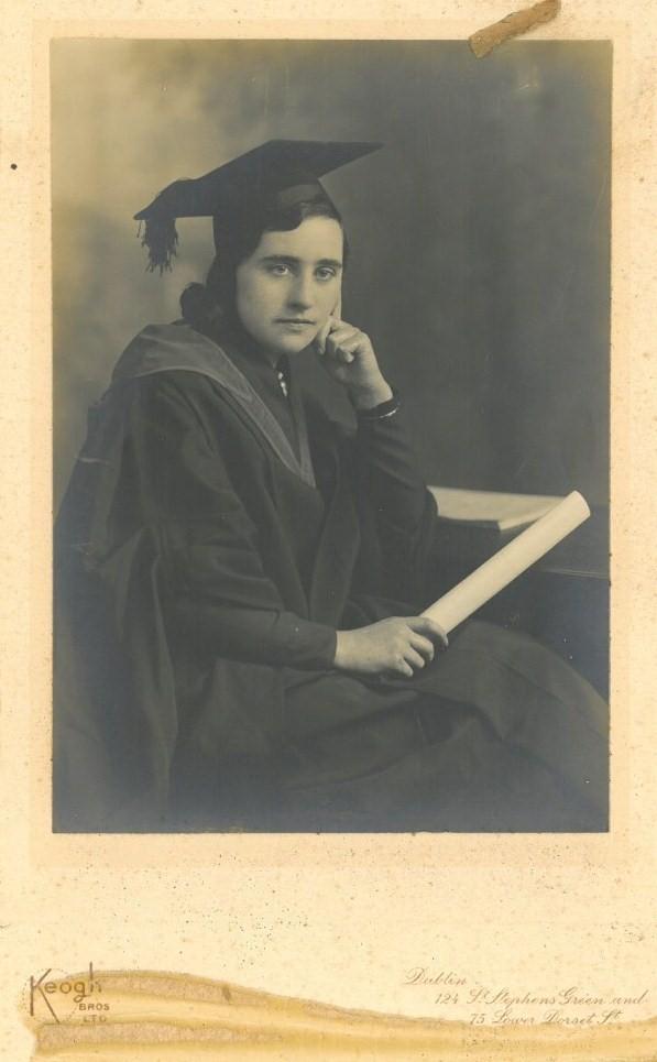 Julia Loewe Hilton